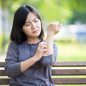 Symptôme du zona: irritation cutanée sur un côté du corps.