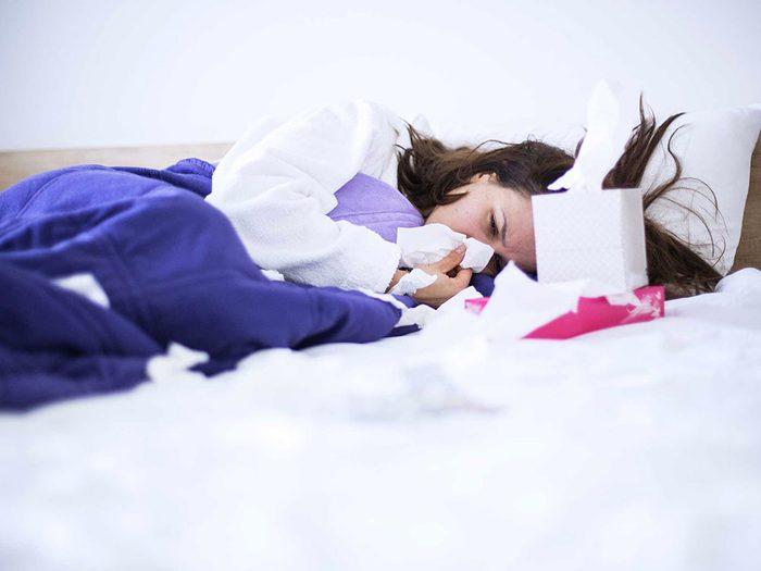 Symptôme du zona: manifestations d'une grippe.