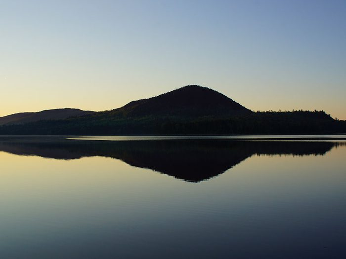 Le cinquième jour après la tempête, Westcott identifie le lac comme étant le lac Wilson Pond.