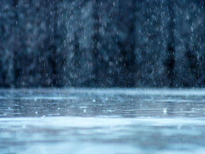 Après la tempête de neige, il ne cesse de pleuvoir.