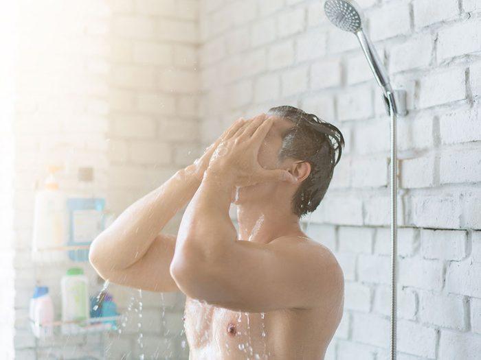 Vous prenez des douches beaucoup trop chaudes et cela joue sur le vieillissement accéléré de votre corps en hiver.