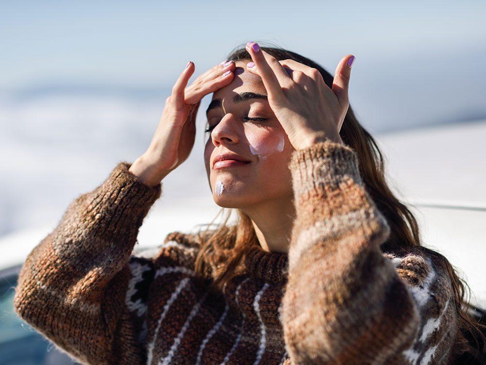 Les rayons UV jouent sur le vieillissement accéléré du corps en hiver.