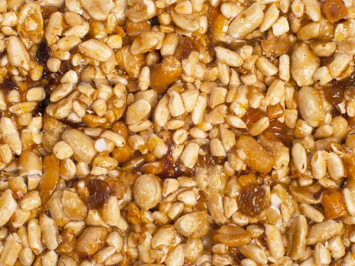 Les barres de céréales font partie des aliments mauvais pour la santé.
