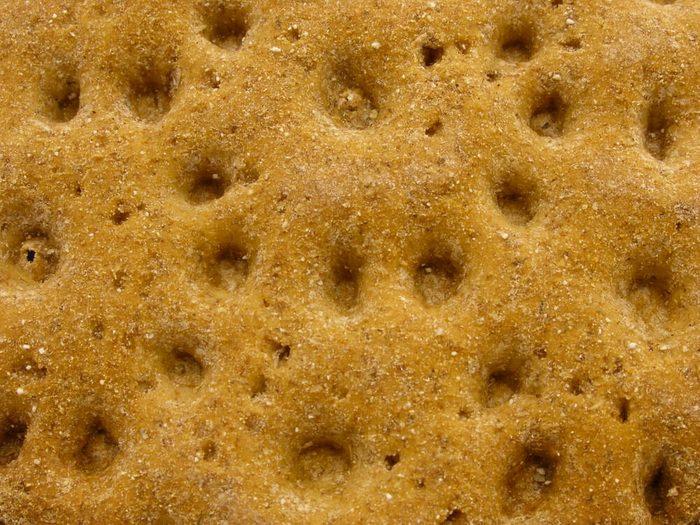 Les craquelins de blé font partie des aliments mauvais pour la santé.
