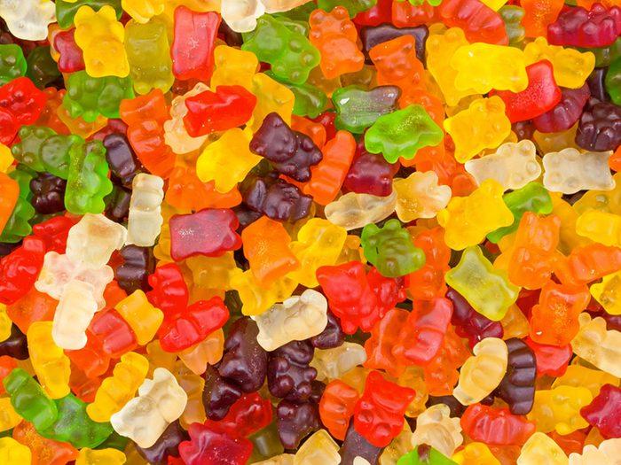 Les oursons gélifiés font partie des aliments mauvais pour la santé.