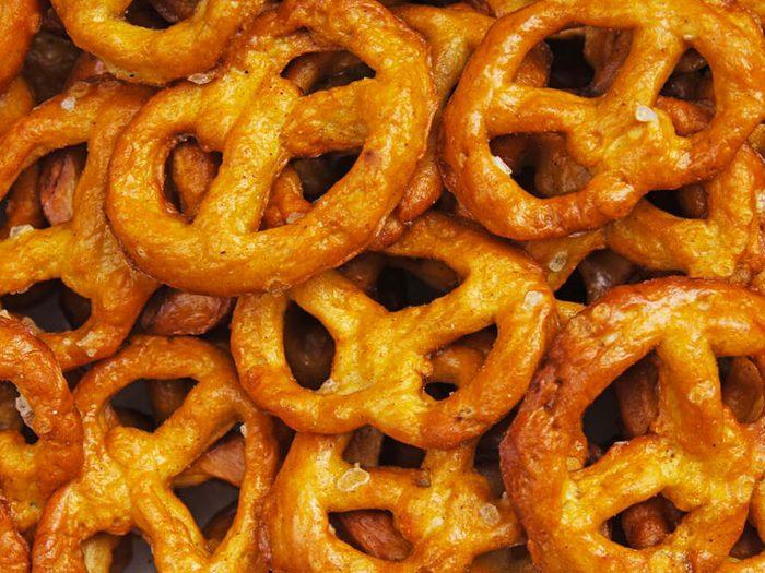 Les bretzels sans gluten font partie des aliments mauvais pour la santé.