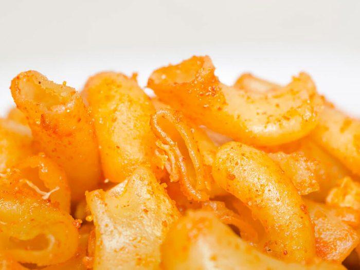 Les macaroni au fromage en boîte font partie des aliments mauvais pour la santé.