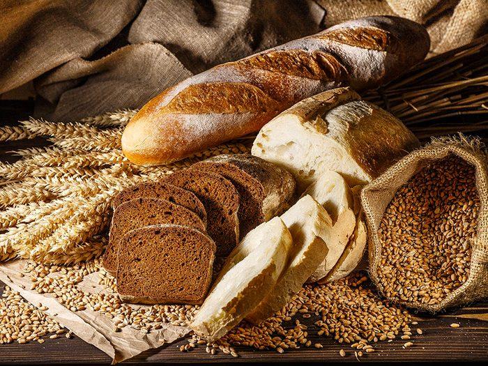 Le pain de blé léger fait partie des aliments mauvais pour la santé.