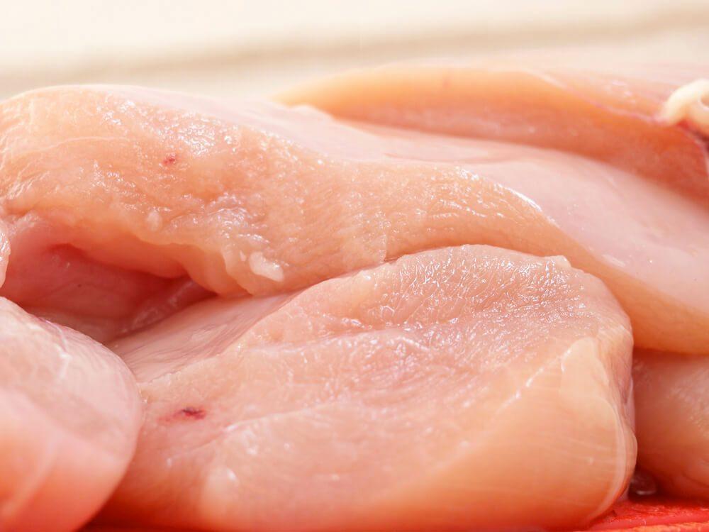 Les poitrines de poulet prégrillées font partie des aliments mauvais pour la santé.