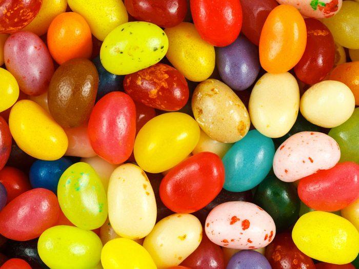 Alimentation: des ongles et des jujubes à la gomme laque.