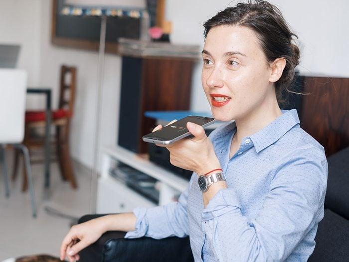 La popularité croissante et la disponibilité des assistants virtuels a eu pour effet d'élargir ce qu'on appelle le fossé numérique.