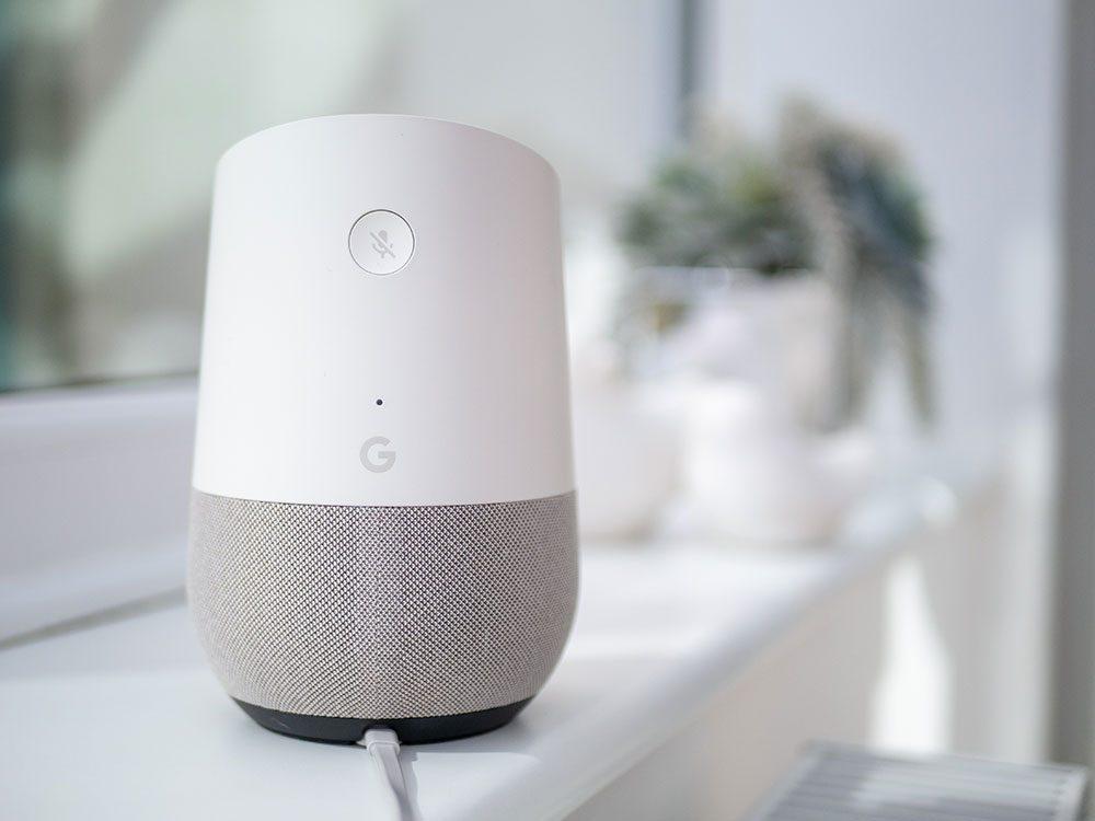 Les assistants virtuels à usage domestique sont de plus en plus populaires, mais soulèvent des inquiétudes en matière du respect de la vie privée.