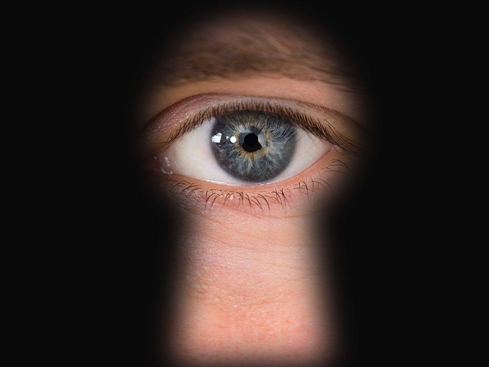 Le respect de la vie privée d'autrui avec les assistants virtuels.