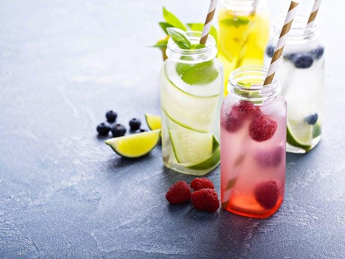 Comment préparer des boissons gazeuses et des sodas plus sains.