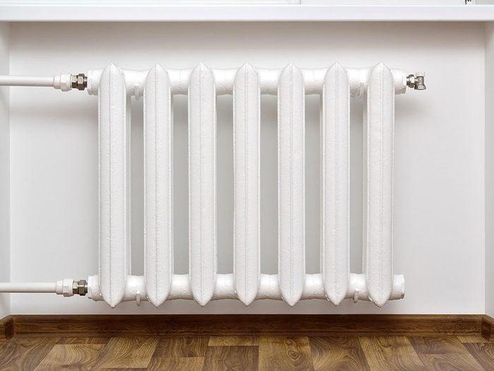 Bruits dans la maison: attention aux cognements dans les calorifères à vapeur.