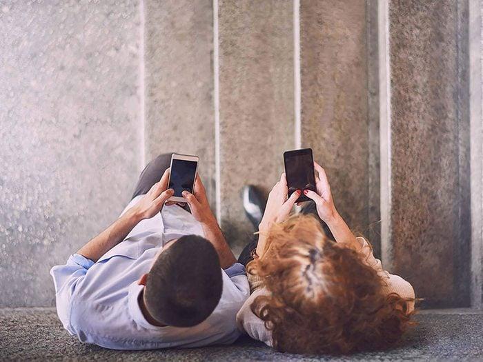 Couple: dévoiler tout de votre relation sur les réseaux sociaux n'est pas une bonne chose.