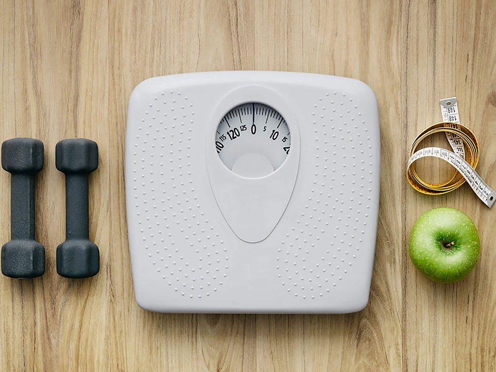 Surveiller son poids réduit le risque de crises cardiaques.