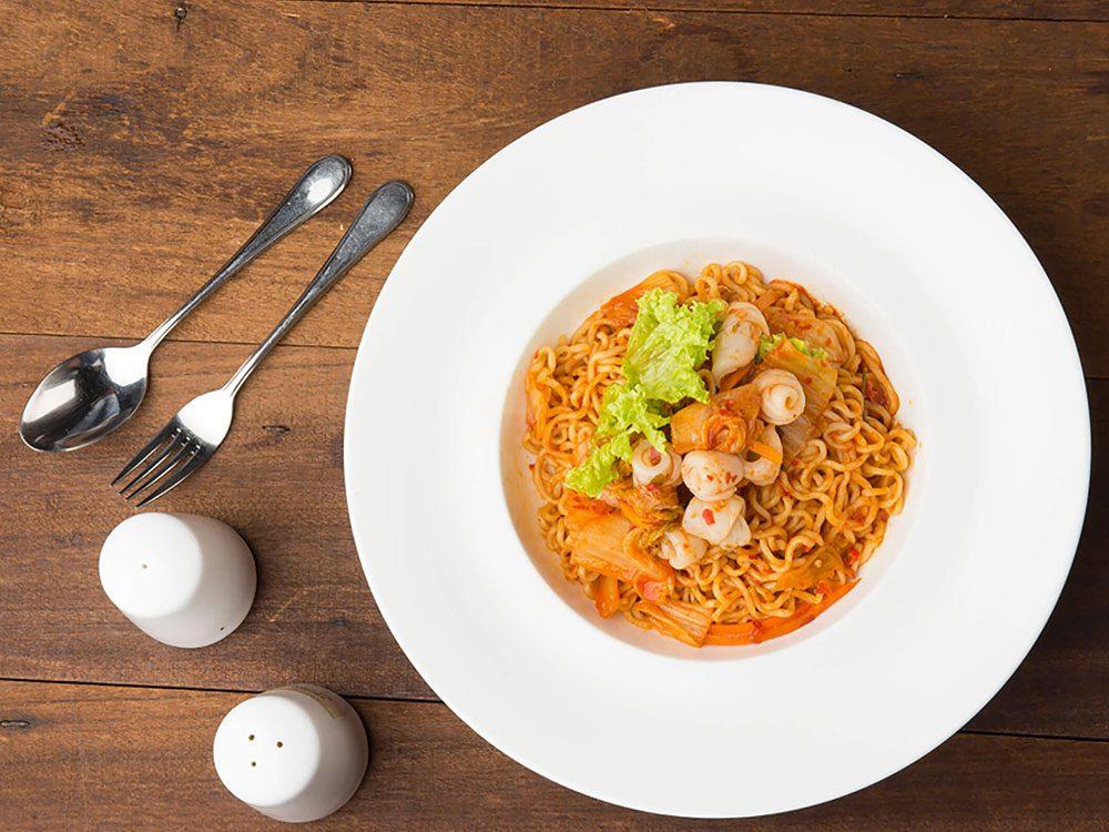 Manger de plus petites portions réduit le risque de crises cardiaques.
