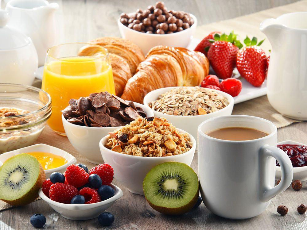 Les pires et les meilleurs aliments pour un déjeuner santé.