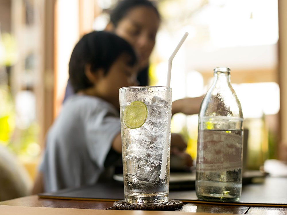 L'eau gazeuse ne réduit pas l'appétit.