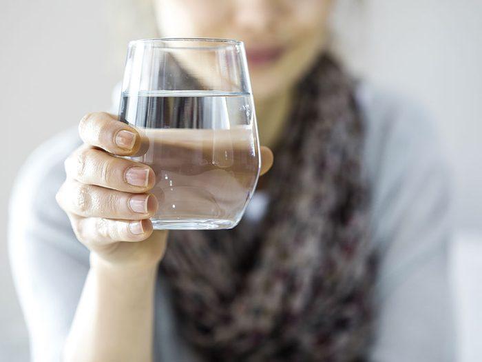 Le guide alimentaire canadien suggère de faire de l'eau votre boisson de choix, mais pas forcément l'eau gazeuse.