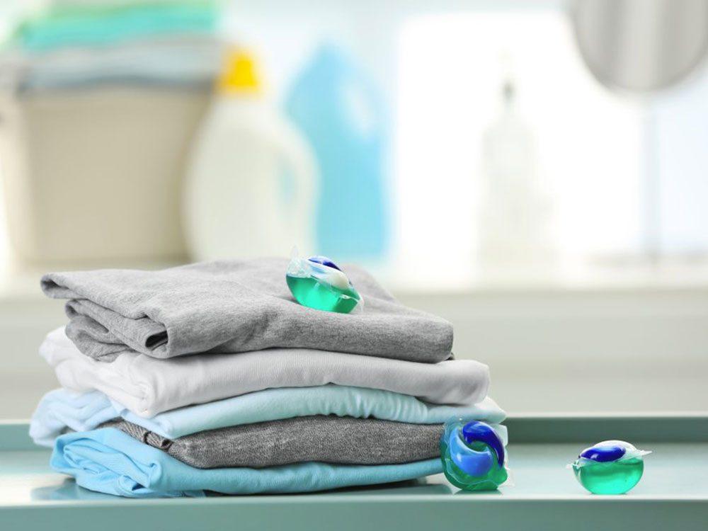 Enfermez les dosettes de lessive pour éviter un empoisonnement.