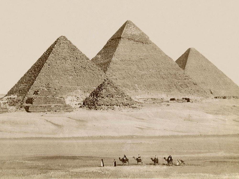 Les mystères des grandes pyramides d'Égypte.