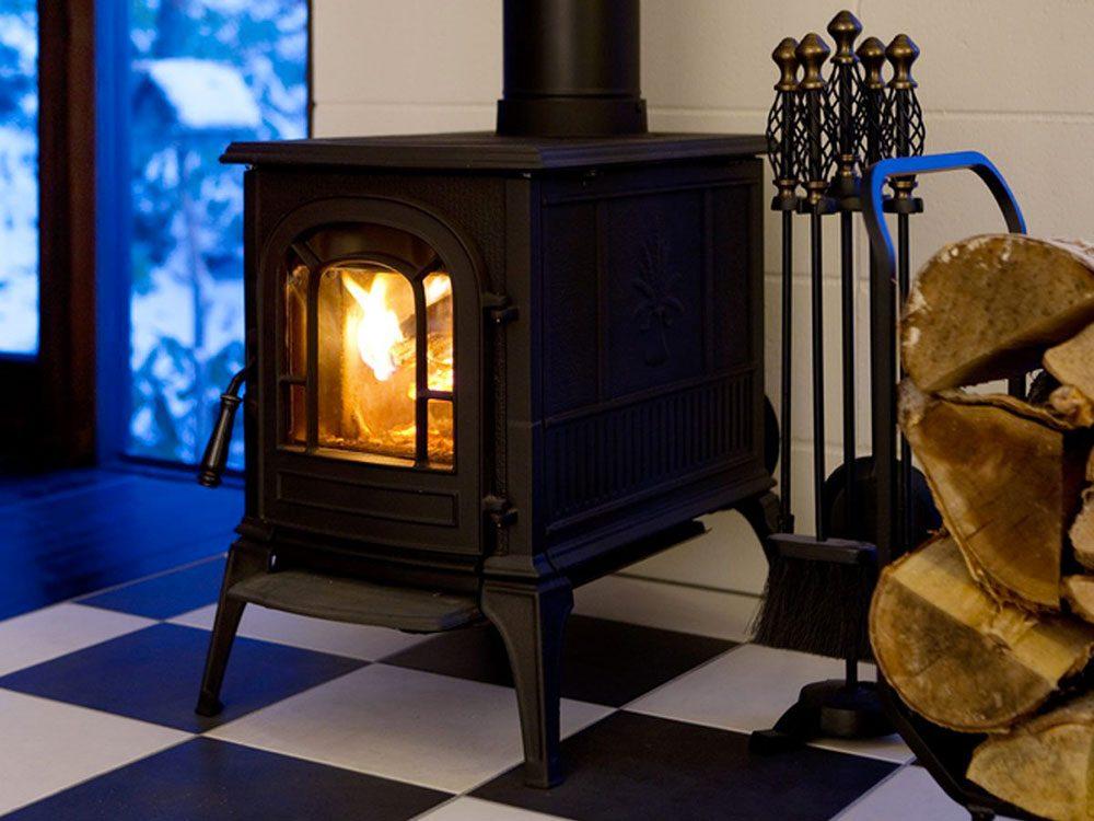 Nettoyer la maison: un poêle à bois comme humidificateur.