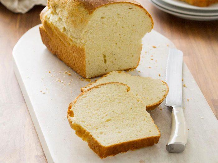 Nettoyer la maison: du pain ramasse-miettes.