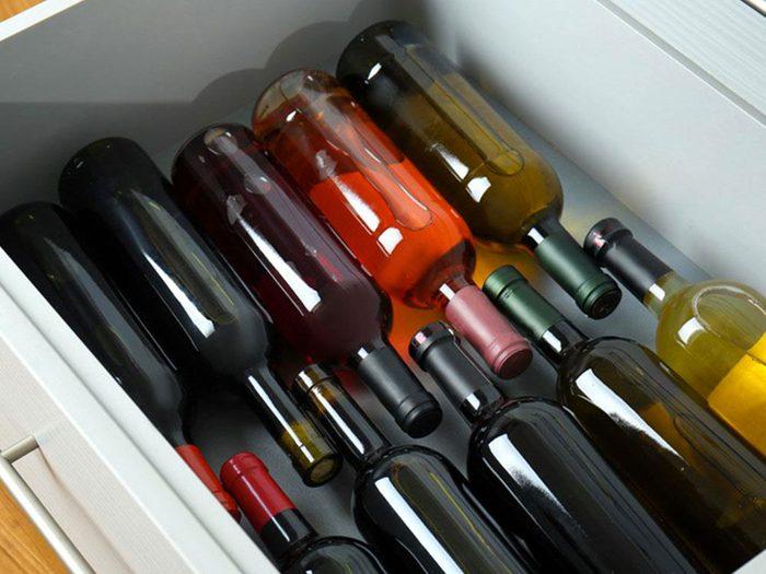 Une cachette pour le vin pour organiser sa cuisine.