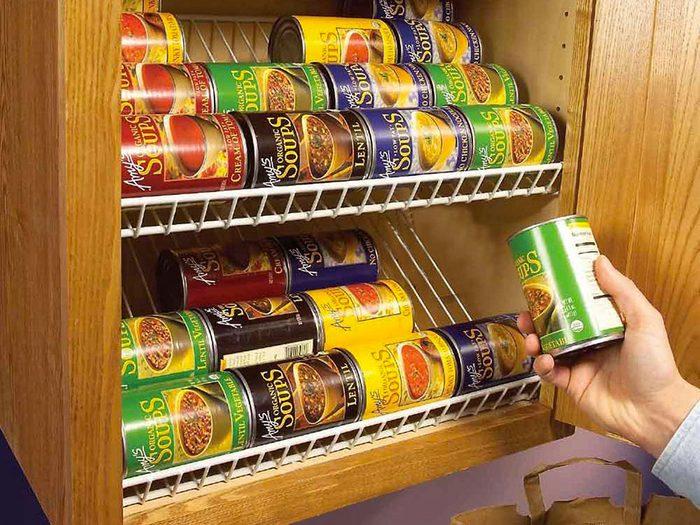 Des range-conserves pour organiser sa cuisine.