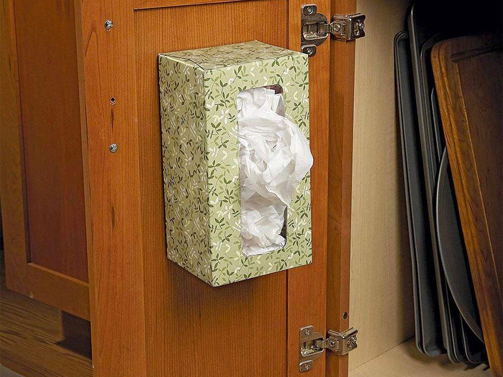 Un distributeur de sacs de plastique pour organiser sa cuisine.