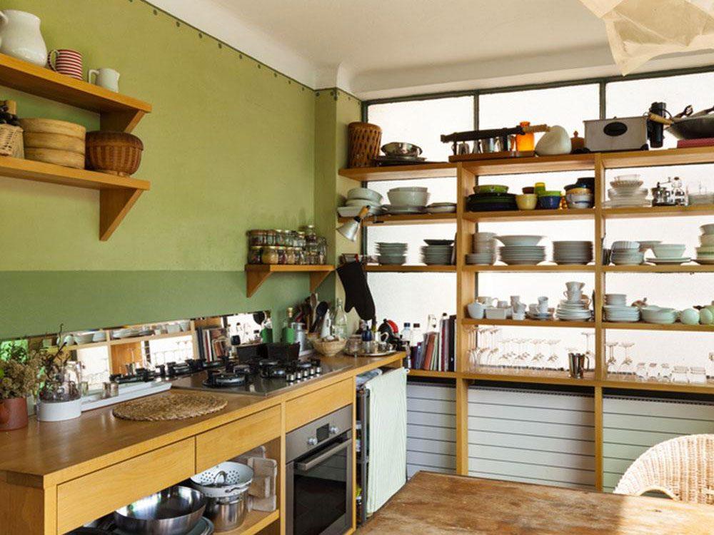 Des étagères ouvertes pour organiser sa cuisine.