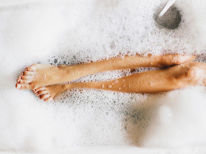 Un bain chaud pour un bon sommeil.