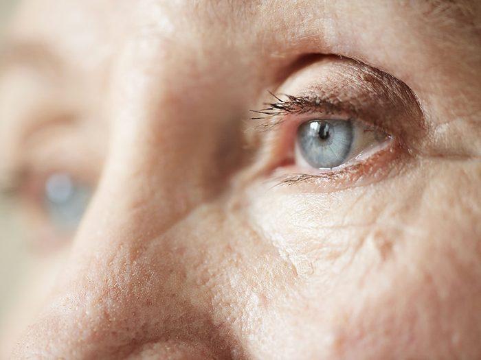 Santé des yeux: attention à la douleur, aux nausées, aux vomissements et à une pupille d'une taille anormale.