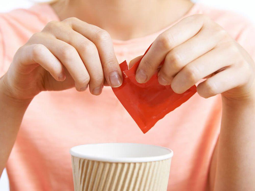 Les spécialistes de la thyroïde évitent les édulcorants artificiels.