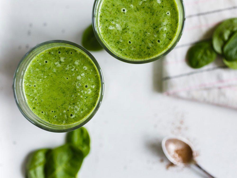 Les spécialistes de la thyroïde évitent les jus verts.
