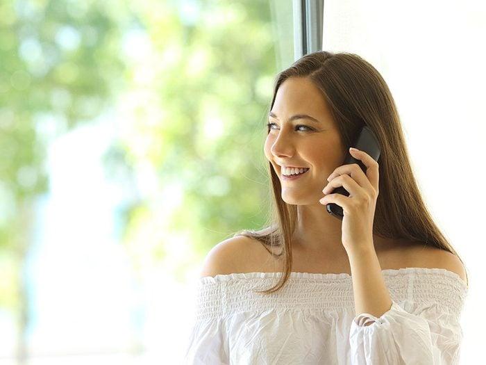 Téléphonez debout pour vivre jusqu'à 100 ans.