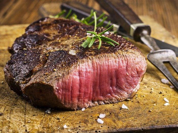 Mangez moins de viande rouge pour vivre jusqu'à 100 ans.