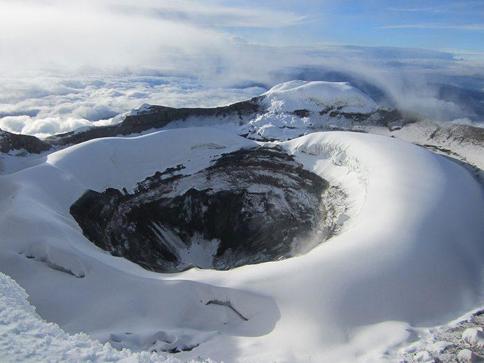 Visitez le volcan le Cotopaxi, en Équateur.