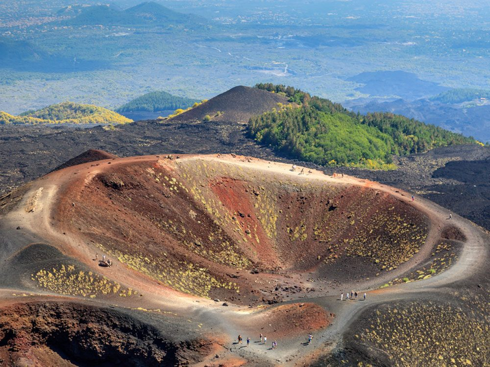 Visitez le volcan l'Etna en Italie.