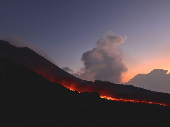 Visitez le volcan le Pacaya au Guatemala.