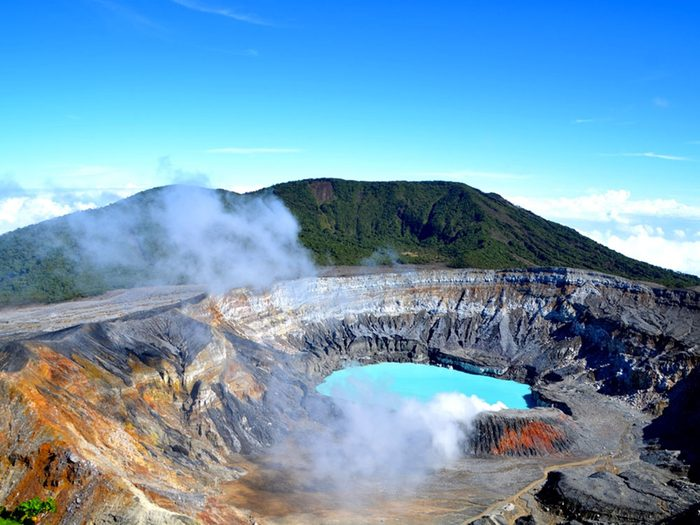 Visitez le volcan le Poas au Costa Rica.
