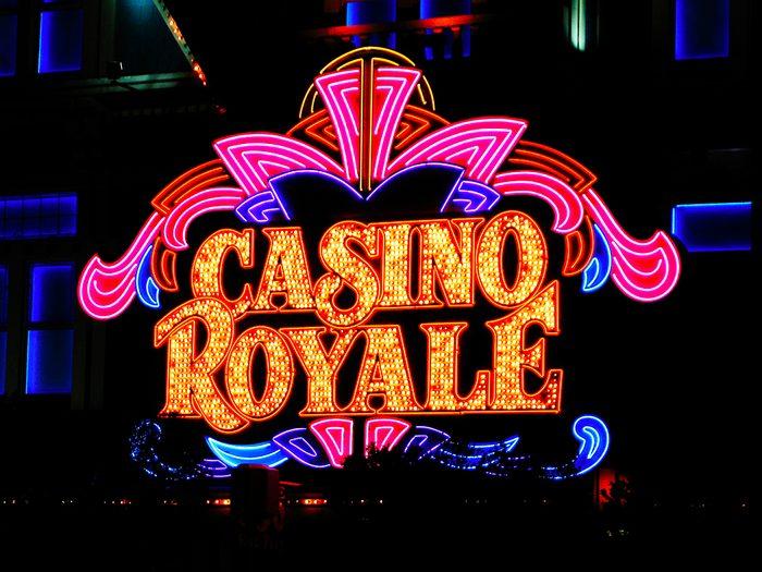 James Bond, Casino Royale a eu la chance unique d'être adaptée deux fois à l'écran.