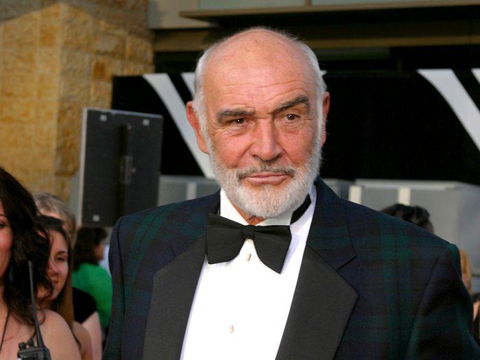 C'est Sean Connery qui a interprété 007 pour la première fois au cinéma.