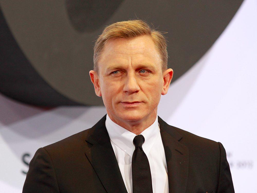 James Bond séduit les femmes, mais près des trois quarts de ses conquêtes ont tenté de le tuer.