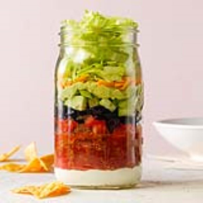 Recette de salade de tacos dans un pot.