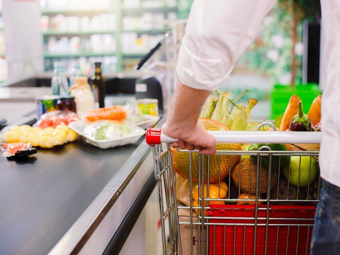 Supermarchés et insalubrité: les clients qui circulent dans les supermarchés apportent des bactéries différentes.