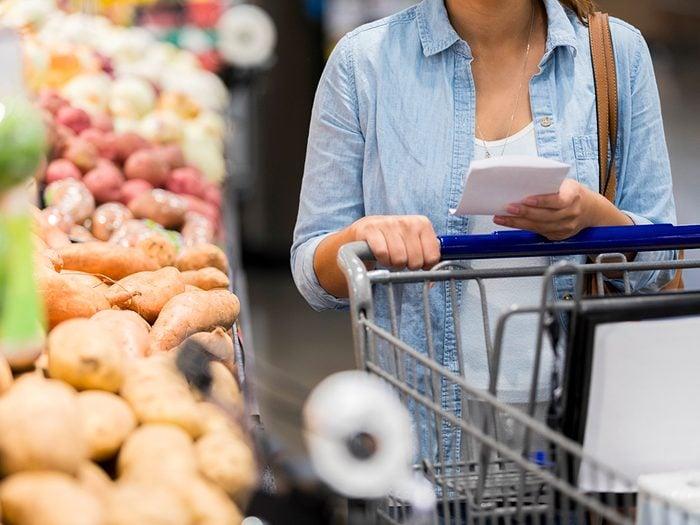 Supermarchés et insalubrité: méfiez-vous des poignées de panier et chariot.