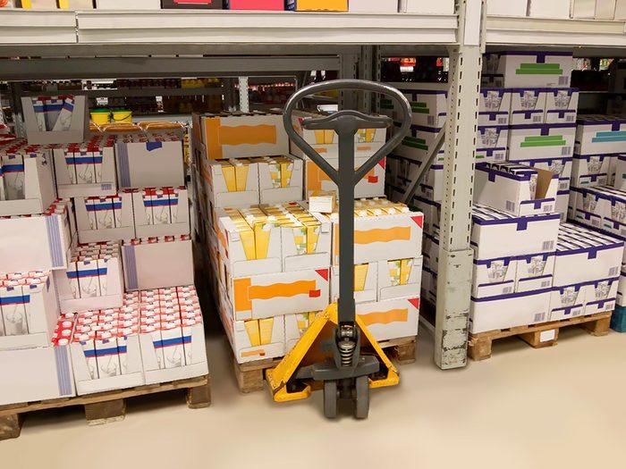 Supermarchés et insalubrité: si le supermarché en lui-même n'est pas très propre, imaginez la zone d'entreposage!